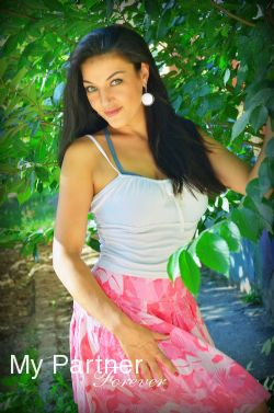 Dating Site to Meet Stunning Ukrainian Woman Oksana from Kharkov, Ukraine