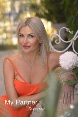 Online Dating with Sexy Ukrainian Woman Svetlana from Dniepropetrovsk, Ukraine