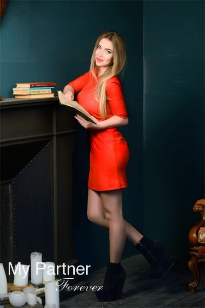 Dating with Beautiful Ukrainian Lady Alyona from Sumy, Ukraine