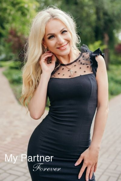 Online Dating with Charming Ukrainian Woman Marianna from Zaporozhye, Ukraine