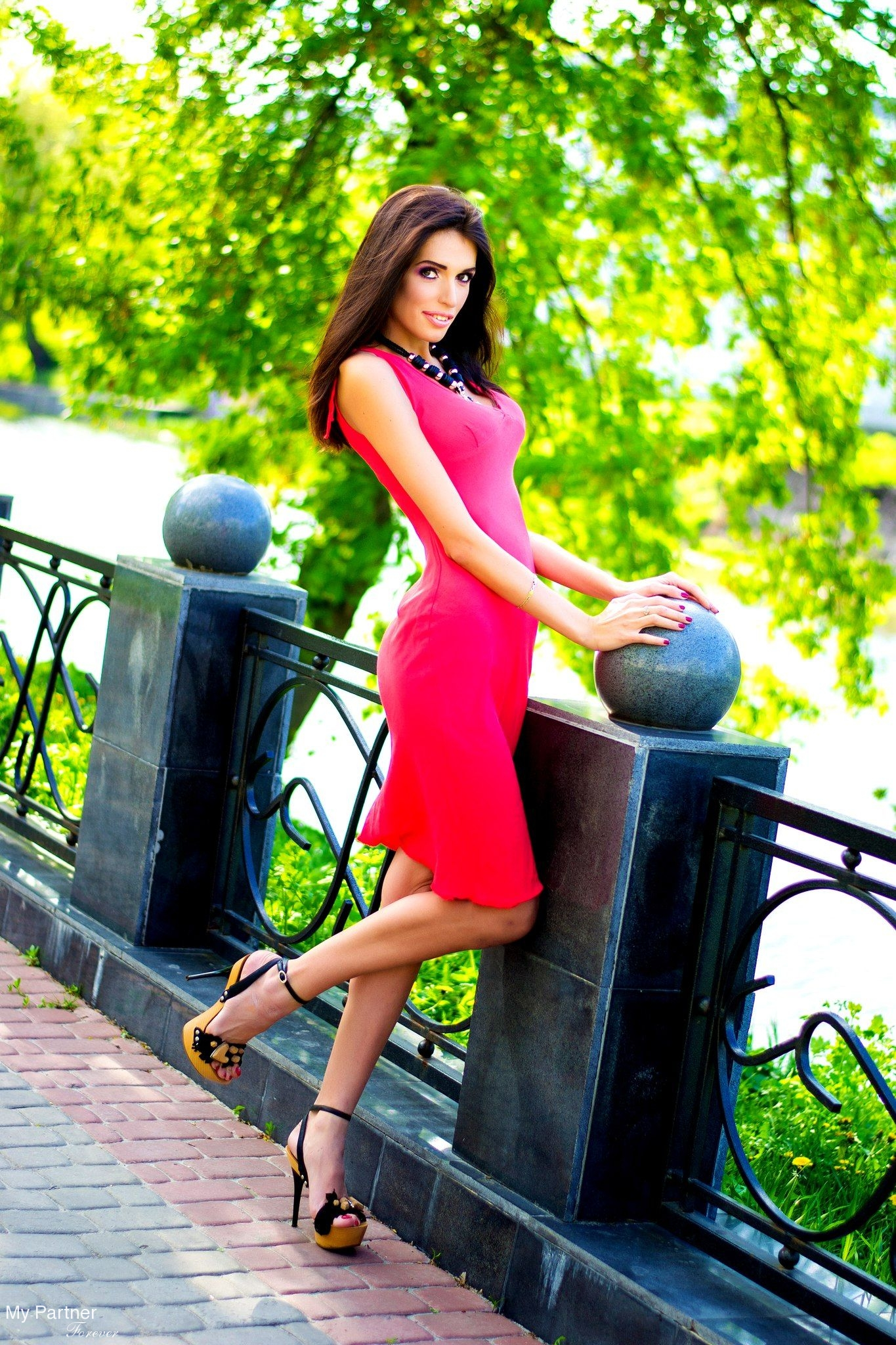 dating sites for athletes A social networking site that's made with kids in mind  anything from sports to television to pop culture is discussed daily in our chat rooms.